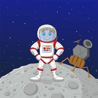 Cartoon jongen astronaut staande op de maan