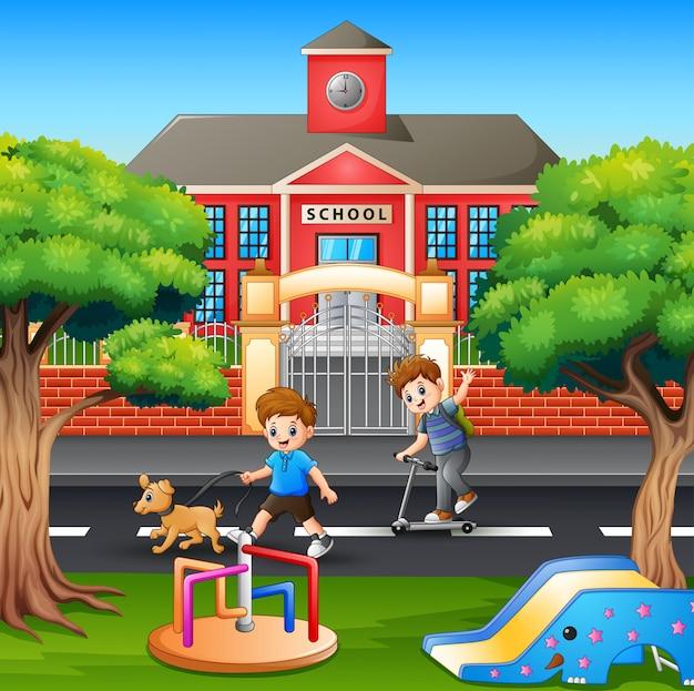 Cartoon jongens lopen en genieten op de weg