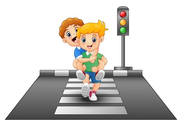 Cartoon kinderen lopen over het oversteken van de straat