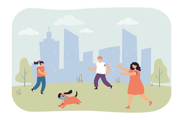 Cartoon kinderen rennen achter hond aan met vliegende schijf in mond