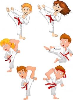 Cartoon kleine jongen opleiding karate collectie