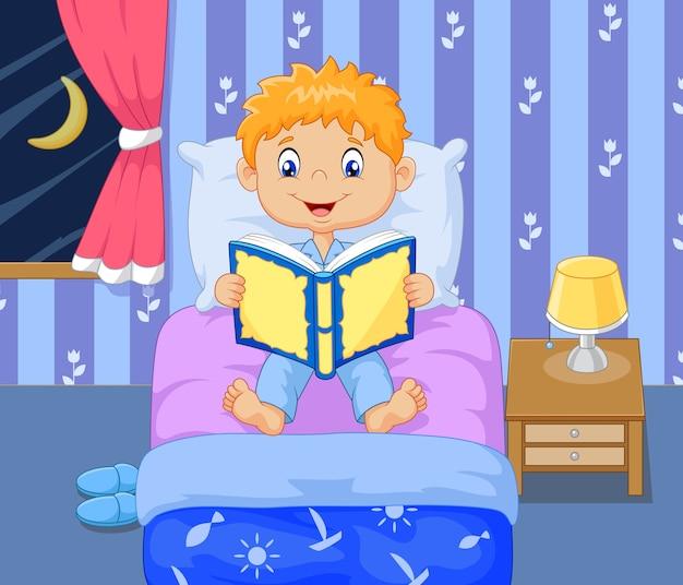Cartoon lttle jongen lezen bedtijd verhaal