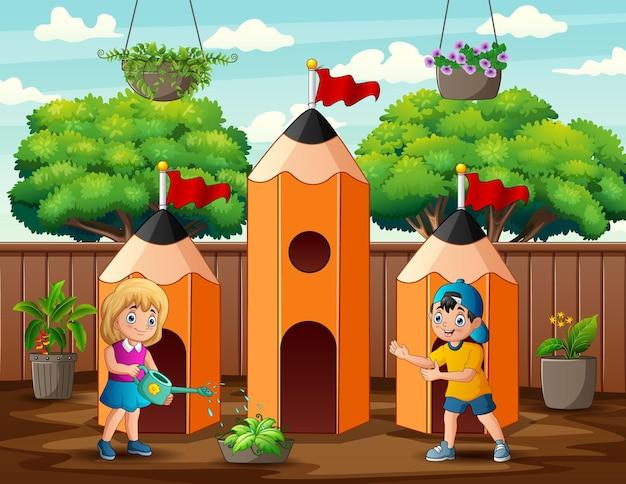 Cartoon meisje planten water geven in de buurt van potlood huis