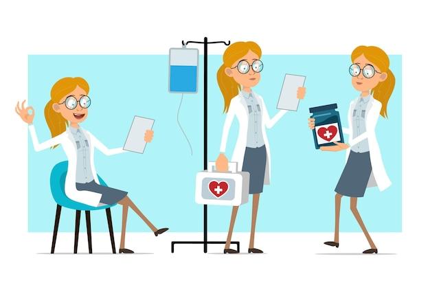 Cartoon plat grappige blonde dokter vrouw karakter in wit uniform en glazen. meisje lezing nota, bedrijf, medische pot en ehbo-kit.