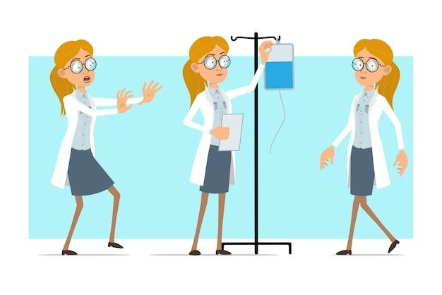 Cartoon plat grappige blonde dokter vrouw karakter in wit uniform en glazen. meisje lopend en werkend met medische druppelteller.