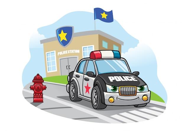Cartoon politiewagen voor politiebureau