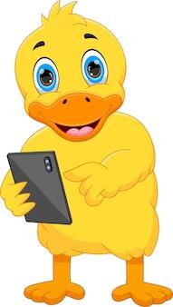 Cartoon schattige eend met telefoon tablet