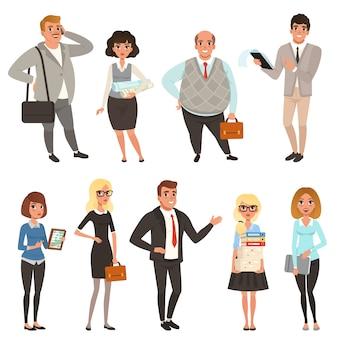 Cartoon set office managers en werknemers in verschillende situaties. mensen uit het bedrijfsleven. mannen en vrouwen personages in casual kleding. kleurrijk