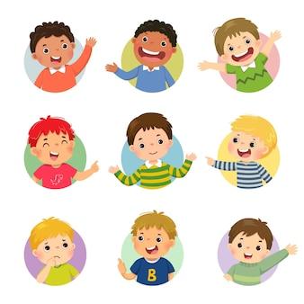 Cartoon set van verschillende jongenskinderen met verschillende houdingen.