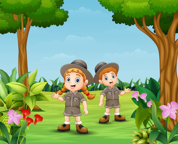 Cartoon van dierenverzorger jongen en meisje in de tuin