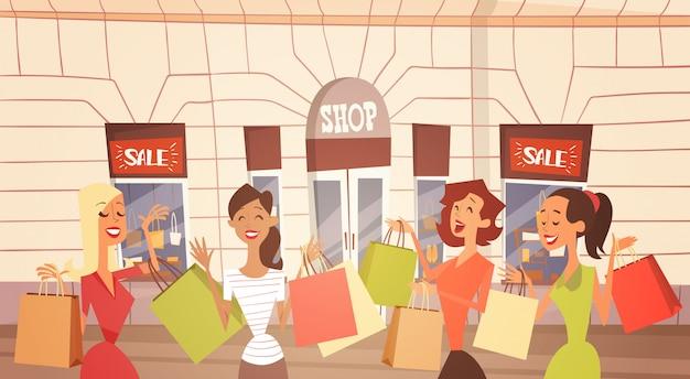 Cartoon vrouw groep met boodschappentas grote verkoop banner retial store buitenkant