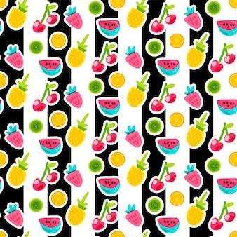 Cartoon vruchten naadloze vector patroon. sinaasappel, ananas, aardbei stickers op gestreepte achtergrond