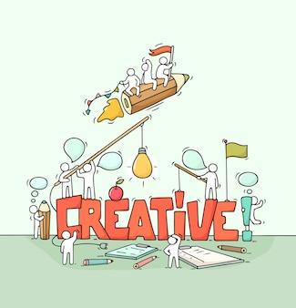 Cartoon werkende kleine mensen met groot woord creatief. hand getekende cartoon