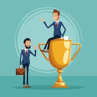 Cartoon zakenman permanent en zakenman zittend op trofee cup