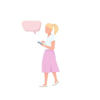 Casual outfit kleurloos karakter. vrouw houdt mobiele telefoon. tiener lopen met smartphone. persoon met toespraak bubble cartoon afbeelding voor web graphic en animatie