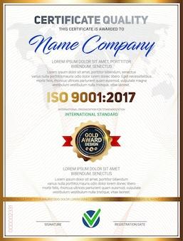Certificaatkwaliteitssjabloon met luxe lijnpatroon en gouden onderscheidingsembleem iso 9001