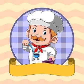 Chef-kok die blauwe lepelsoep met lege gele banner houdt
