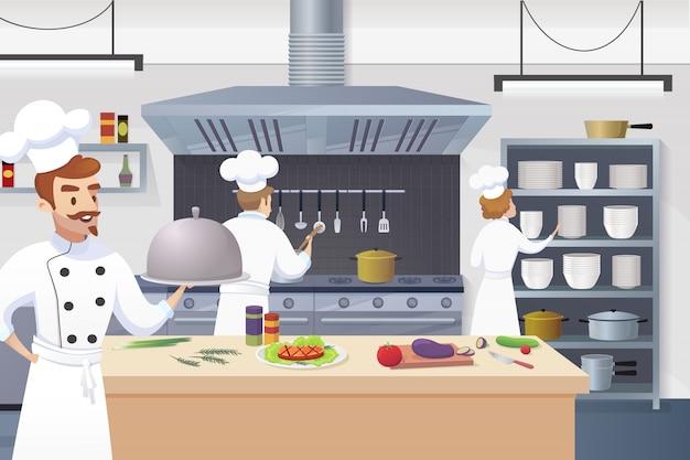 Chef-kok die klaar schotel in zijn hand houdt