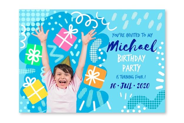 Childrens verjaardagskaartsjabloon met fotothema