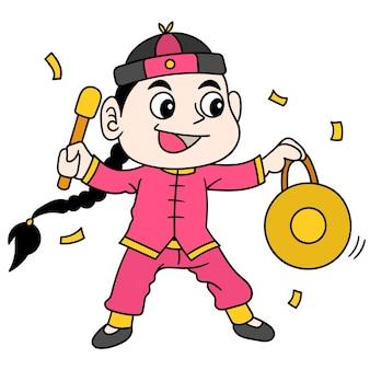 Chinese jongen viert chinees nieuwjaar door op de gong te slaan, doodle draw kawaii. illustratie kunst