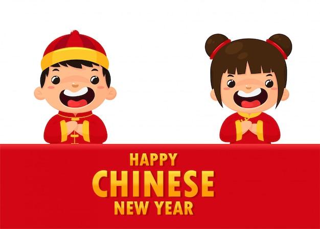 Chinese kinderen dragen nationale kostuums die groeten voor het chinese nieuwjaarfestival.