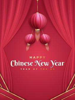 Chinese nieuwjaarsgroet met rode lantaarns en gordijnen op rode achtergrond