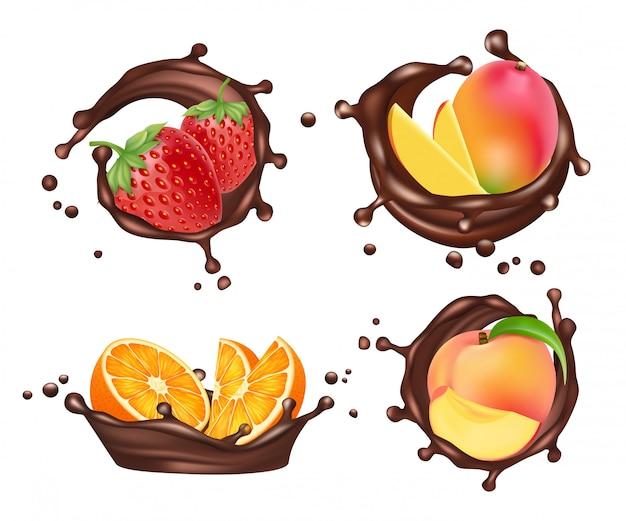 Chocolade spatten met fruit en bessen. realistische sinaasappel en perzik, mango en aardbei met chocolade melk splashe set