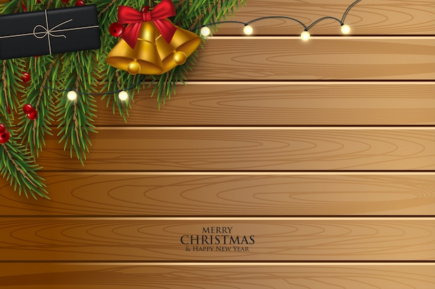 Christmas wenskaart met dennentakken versierd met linten, rode en gouden ballen en bessen.
