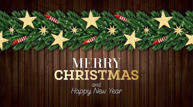 Christmas wenskaart met kerstboomtakken, rode raketten en gouden sterren op houten achtergrond.