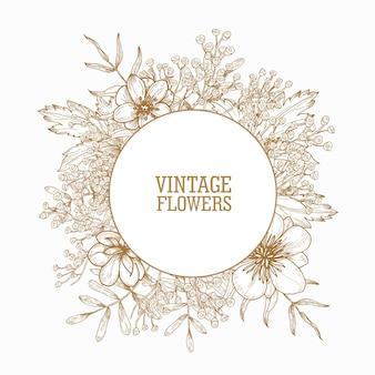 Circulaire frame of krans versierd met bloeiende wilde weide bloemen en kruidachtige bloeiende planten hand getekend met contourlijnen op witte achtergrond. lente illustratie in vintage stijl.