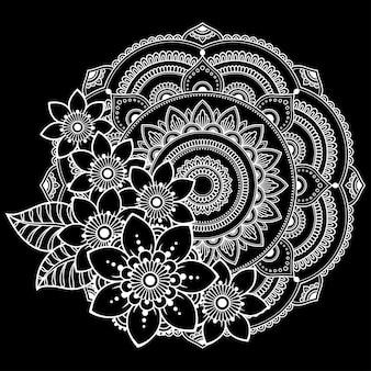Circulaire mandala met bloemen, mehndi. decoratief ornament in etnische oosterse stijl.