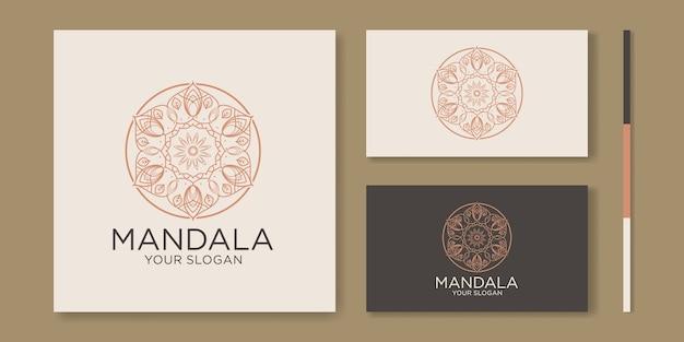 Circulaire patroon in de vorm van mandala. decoratief ornament in oosterse stijl. overzicht illustratie Premium Vector