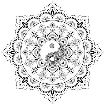 Circulaire patroon in de vorm van mandala voor henna, mehndi, tatoeage, decoratie. decoratief ornament in etnische oosterse stijl met yin-yang hand getrokken symbool. overzicht doodle vectorillustratie.