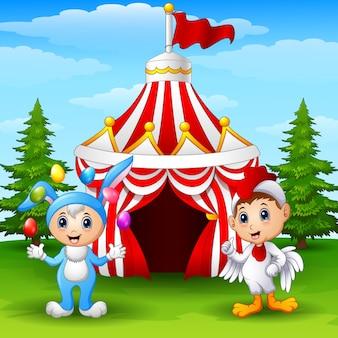 Circus meisje konijn kostuum en haan kind