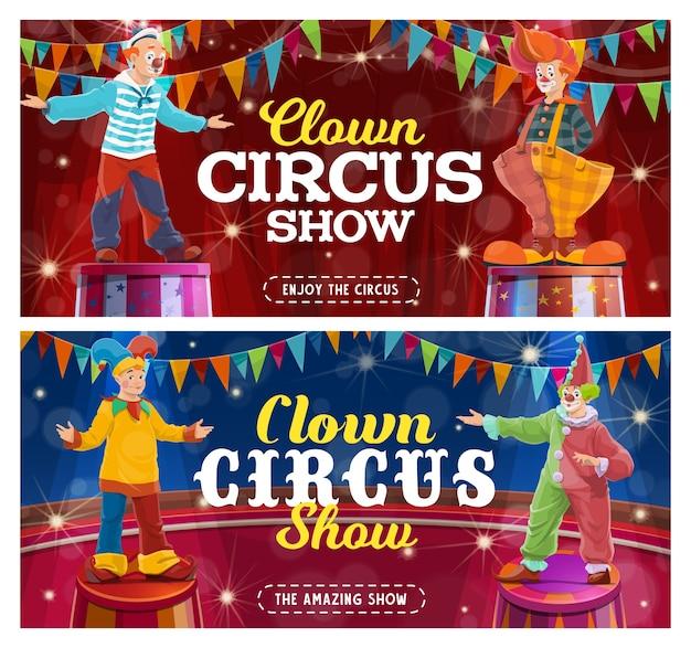 Circusclowns tonen grappige artiesten op de grote arena