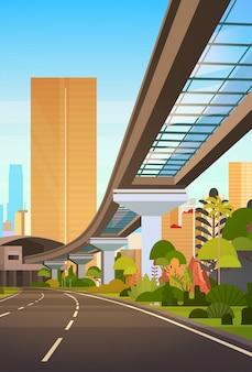 Cityscape met wolkenkrabbers en railway road moderne stad bekijken