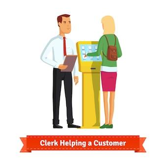 Clerk helpen vrouw bij de informatie kiosk