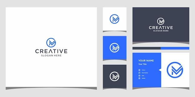 Cm logo-ontwerp met sjabloon voor visitekaartjes