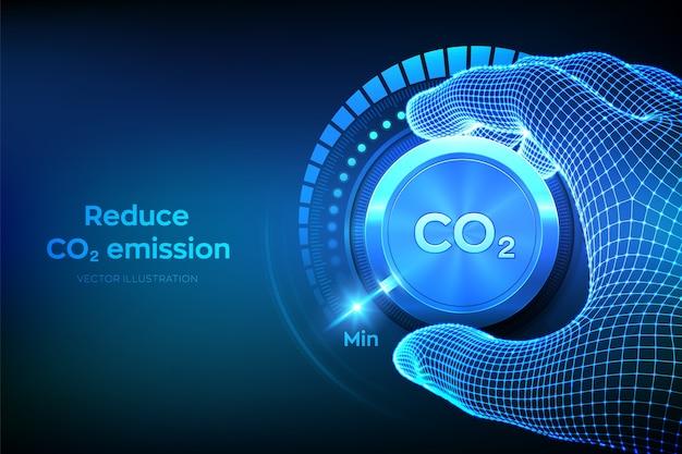 Co2-niveau verlagen. hand die een knop voor de uitstoot van koolstofdioxide naar de minimumpositie draait.