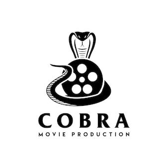 Cobra met filmapparatuur mooi logo-ontwerp voor movie maker