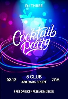 Cocktailparty handgeschreven belettering flyer, poster, uitnodiging. disco-stijl. mojito-cocktail met kleurrijke neoncirkels.