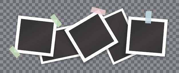 Collage van lege foto's met stickers geïsoleerd op transparante achtergrond. vectormodel van witte vierkante en rechthoekige fotolijsten gelijmd met gekleurde plakband Premium Vector