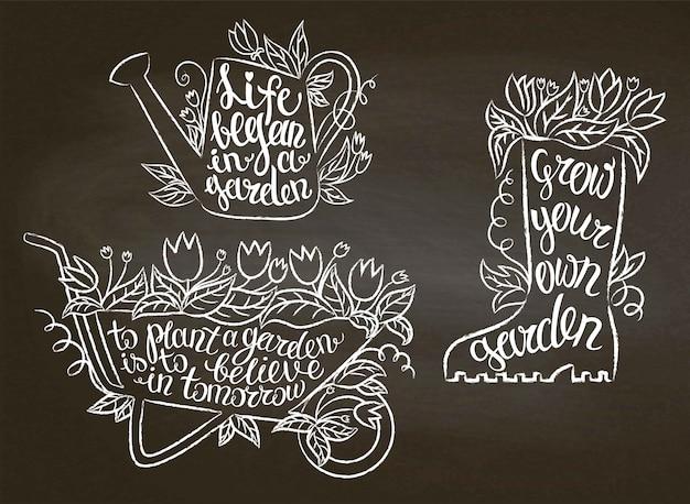 Collectie van krijt contour tuinieren borden met inspirerende citaten op blackboard. tuinieren
