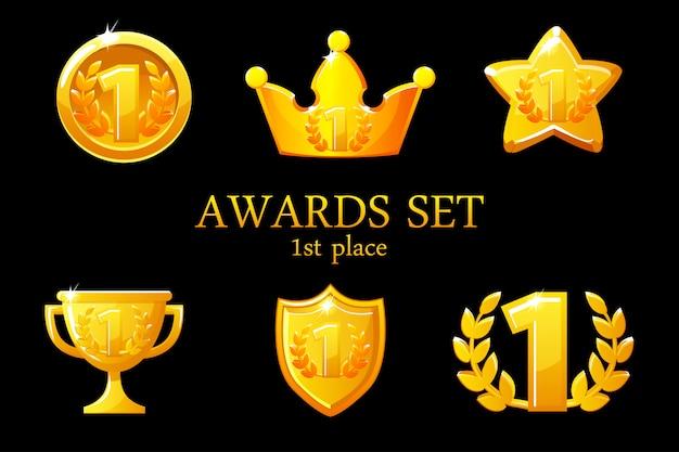 Collecties awards trofee. gouden awards iconen set, 1e plaats winnaar badge, trofee beker prijs, win beloningen, succes kroon, illustratie