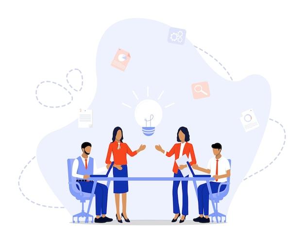Commercieel team dat ideeën voor opstarten bespreekt