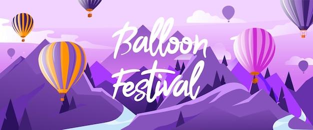 Concept van heteluchtballonnenfestival. veel hete lucht ballonnen in de lucht vliegen boven de bergen in de zomer. kalmte en rust.