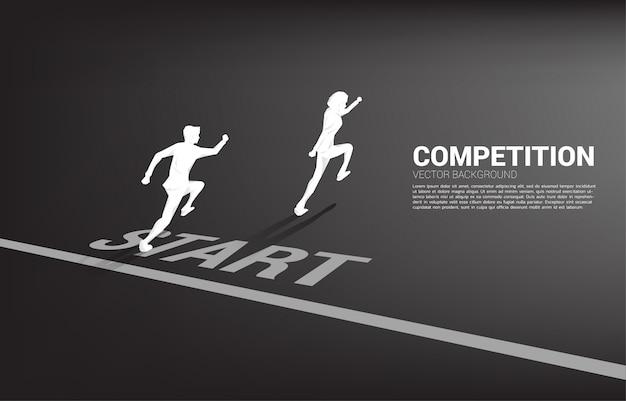 Concurrentie van twee silhouet van zakenman die vanaf startlijn loopt.