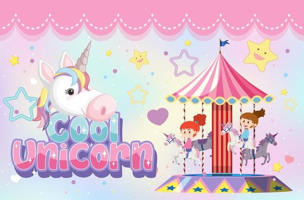 Cool eenhoorn-lettertype met kinderen die carrousel spelen