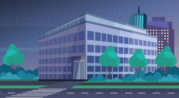 Corporate business center moderne kantoorgebouw nacht uitzicht stadsgezicht achtergrond vlak en horizontaal