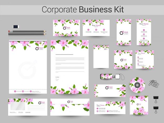 Corporate business kit met roze bloemen decoratie.